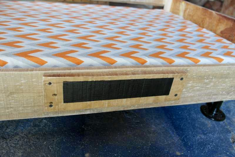 Build a pallet bed for your pets 4