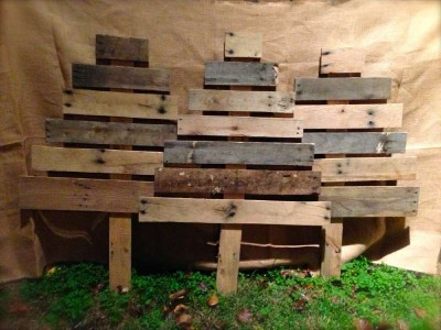 12 pallet furniture Ideas to design a Christmas treeDIY #1: 12 Ideas to design a Christmas tree ​​with pallets 1 400x300