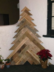 12 Ideas to design a Christmas tree ​​with pallets 11