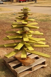 12 Ideas to design a Christmas tree ​​with pallets 7