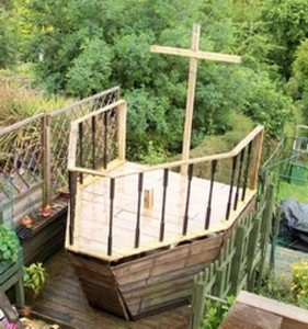 A pirate ship made ​​with pallets 4