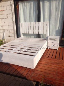 Bed and nightstand made ​​with pallets2