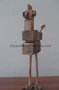 Bird sculptures made ​​with pallet blocks and planks 2