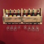 Build a wine rack made ​​of pallets for the wall