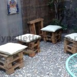 Decorating a little courtyard with pallets