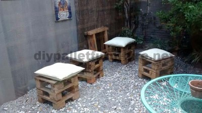 Decorating a little courtyard with pallets 3