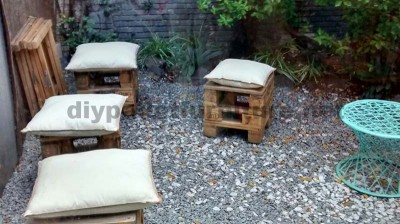 Decorating a little courtyard with pallets 4