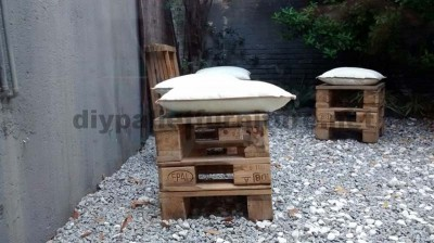 Decorating a little courtyard with pallets 5