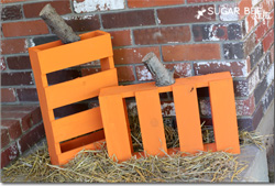 Different designs of Halloween pumpkins made ​​with pallets 1
