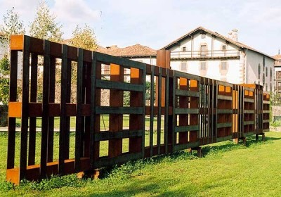 Fencing made ​​of integral pallets