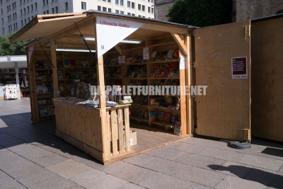 Kiosks and structures made of pallets for la Setmana del Llibre en Catala