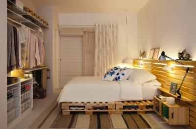 Marriage bedroom decorated with pallets and fruit boxes 1