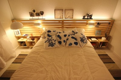 Marriage bedroom decorated with pallets and fruit boxes 2