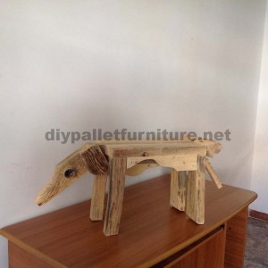Sculptures of animals using pallet remains  2
