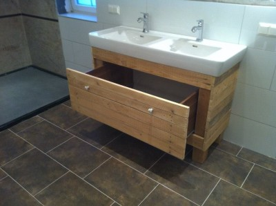 Sink cabinet and mirror made ​​with pallets 1