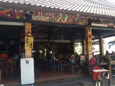 Surfer bar in Bali coated with pallet planks 1