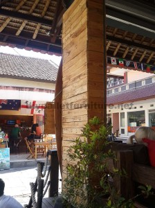 Surfer bar in Bali coated with pallet planks 5