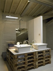 10 great ideas to decorate your bathroom with pallets 2