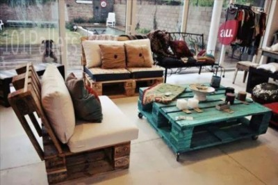 10 magnificent living rooms decorated with pallets 7