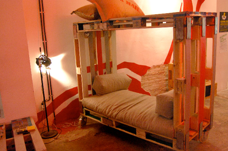 8 bunk bed ideas made completely with pallets 5diy pallet - Camas con palets ...