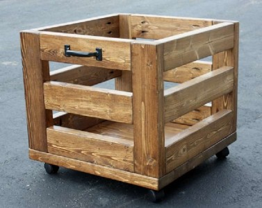 A nice box made of pallet planks 1