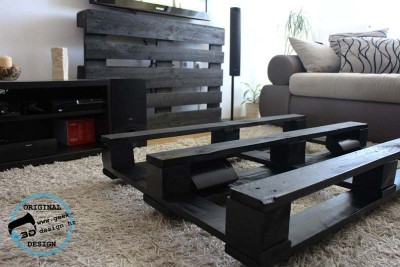 A pallet NES table, made with 2 pallets 12