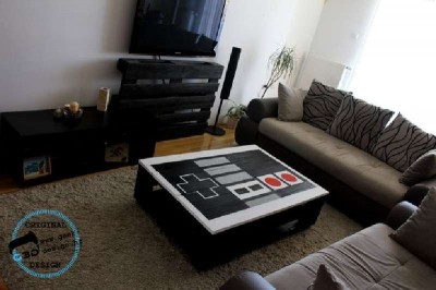A pallet NES table, made with 2 pallets 8