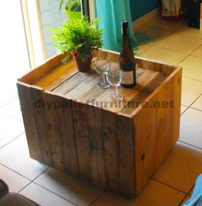 Auxiliar folding table for wine lovers, made of pallets 2