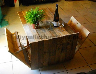 Auxiliar folding table for wine lovers, made of pallets 3
