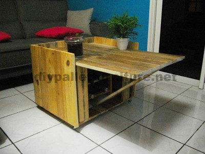 Auxiliar folding table for wine lovers, made of pallets 4