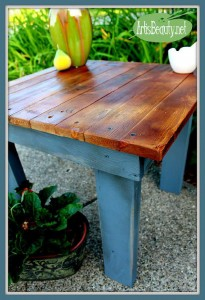 How to build a little vintage table for the garden using pallets 11