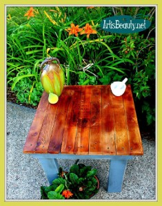 How to build a little vintage table for the garden using pallets 12