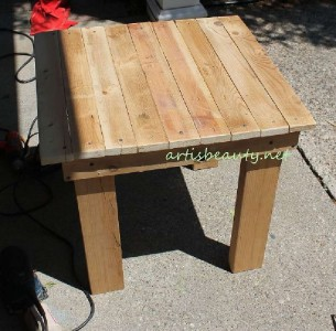 How to build a little vintage table for the garden using pallets 7
