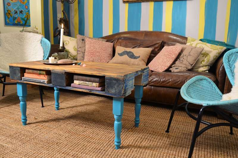 How To Transform A Pallet Into A Hipster Table For The Living Room 1DIY Palle