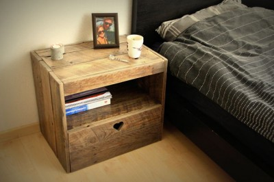 Instructions of how to build a bedside table with pallets 1