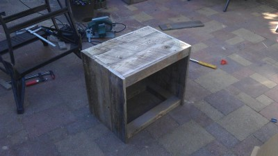 Instructions of how to build a bedside table with pallets 12