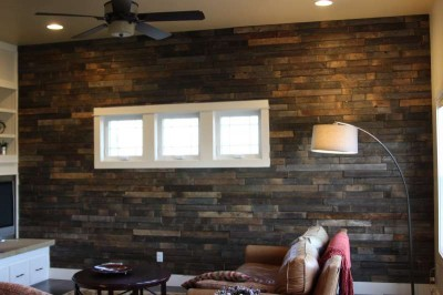 Instructions of how to coat the wall of a living room using pallets 5