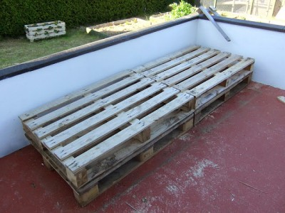 Instructions of how to make a couch for the terrace using pallets 3