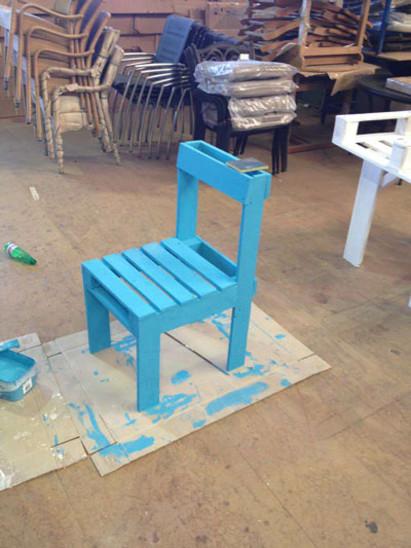 instructions to build a chair with just one palletdiy pallet furniture diy pallet furniture. Black Bedroom Furniture Sets. Home Design Ideas