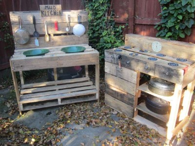 Instructions to build a play kitchen with pallets 11