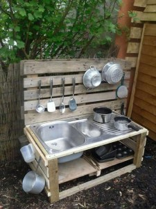 Instructions to build a play kitchen with pallets 13