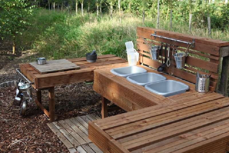 Instructions To Build A Play Kitchen With Pallets 8DIY Pallet Furniture DIY