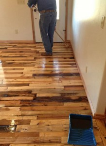 Instructions to pave the floor of your house with pallet planks 4