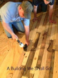 Instructions to pave the floor of your house with pallet planks 5