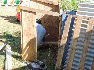 Little shop for your children to play built with pallets 4