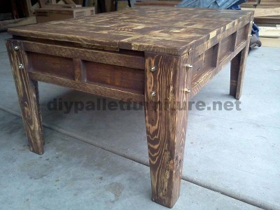 Living room table made with little wooden pieces 3