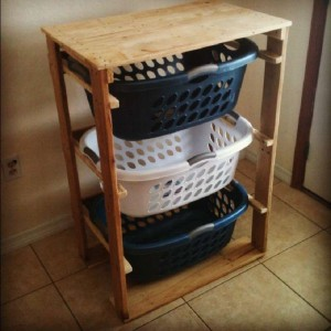 Plans and instructions to build a drawer for the dirty clothes with pallets 7