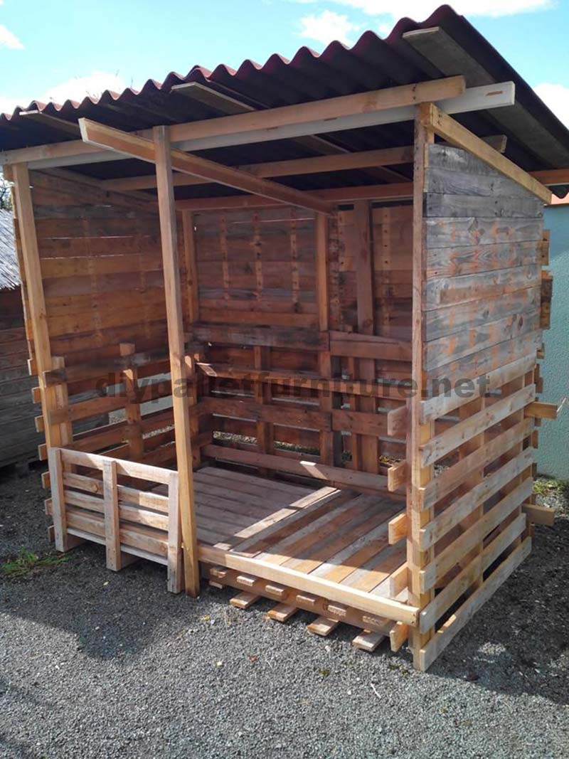 shelter built with recycled wooddiy pallet furniture diy. Black Bedroom Furniture Sets. Home Design Ideas