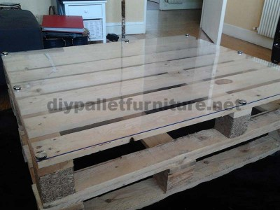 Step by step instructions to build a lounge room table with pallets 5
