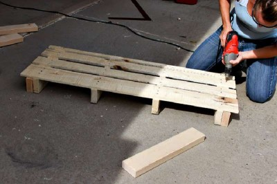 Step by step instructions to build a shoerack using pallets 10